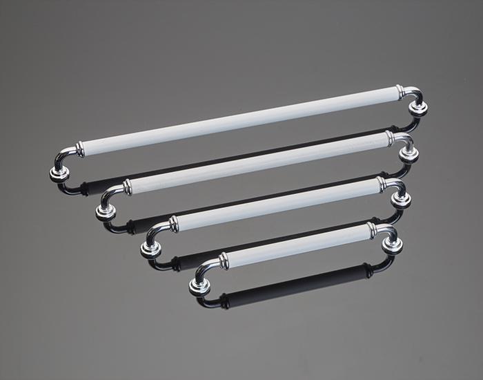 ידיות במידות ארוכות דגם 789090 לבן וניקל